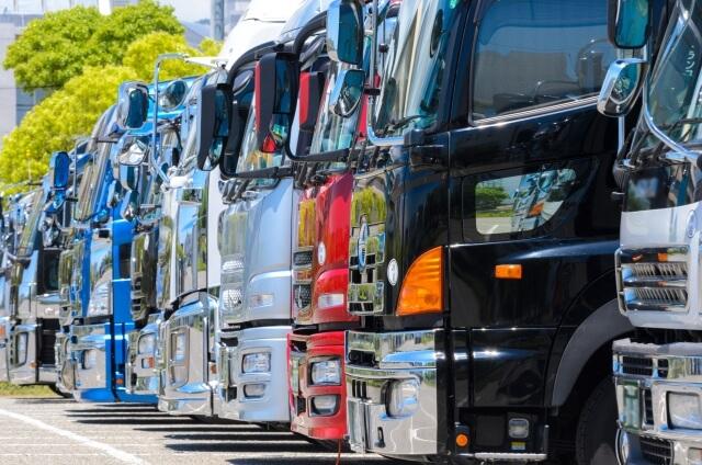 沢山の大型トラック